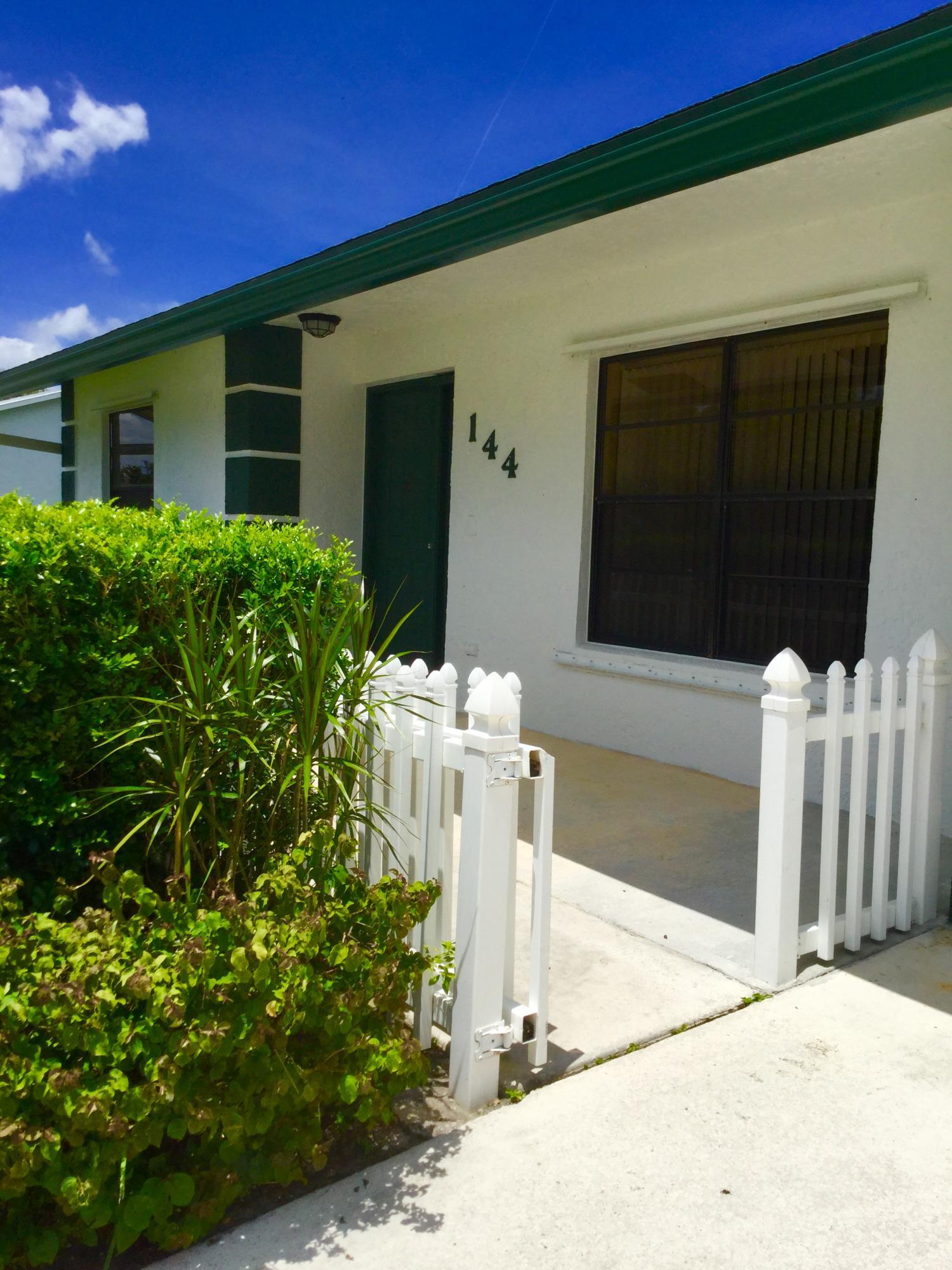 144 Cortes Avenue Royal Palm Beach, FL 33411 photo 4