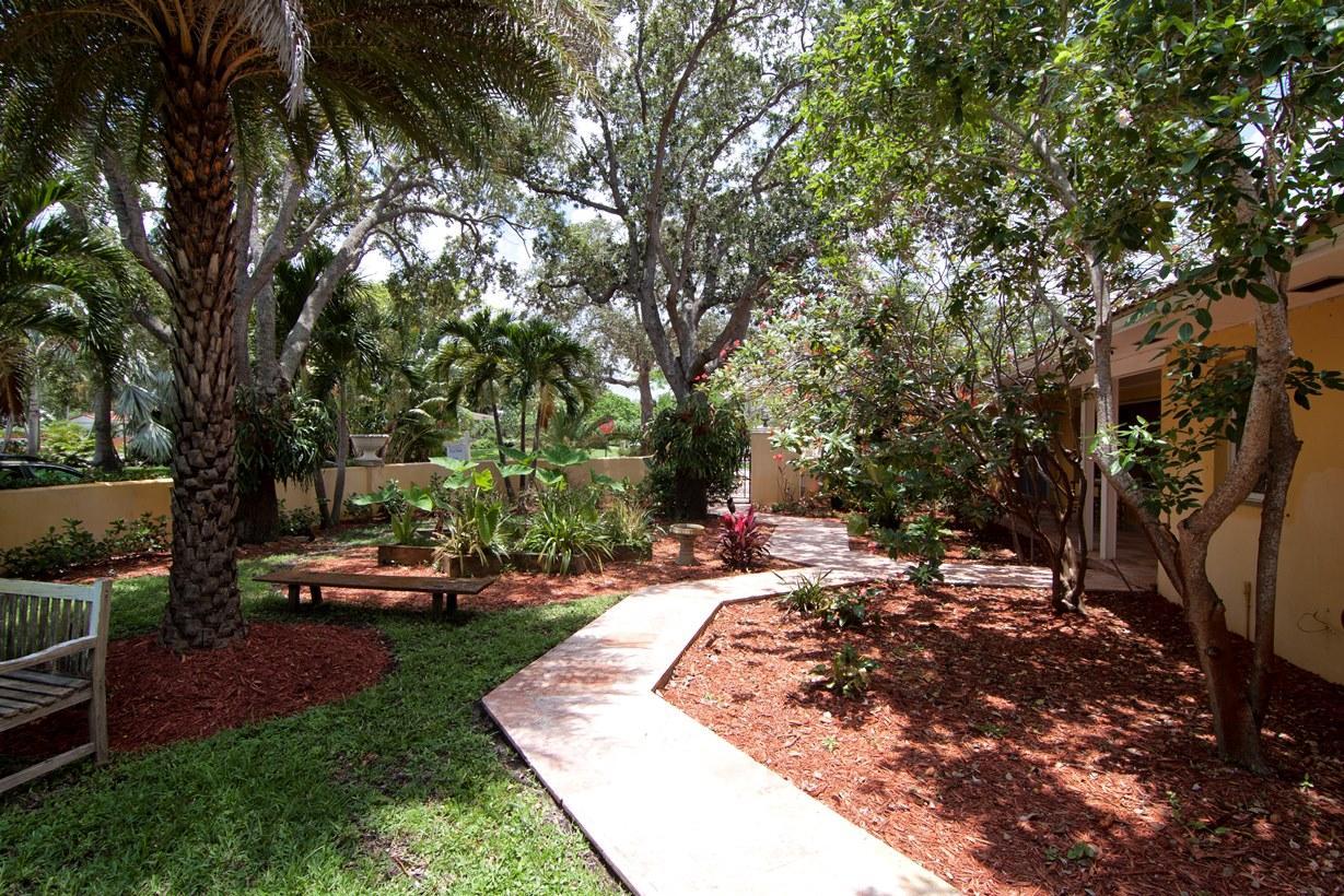 133 Miramar Way West Palm Beach, FL 33405 photo 9