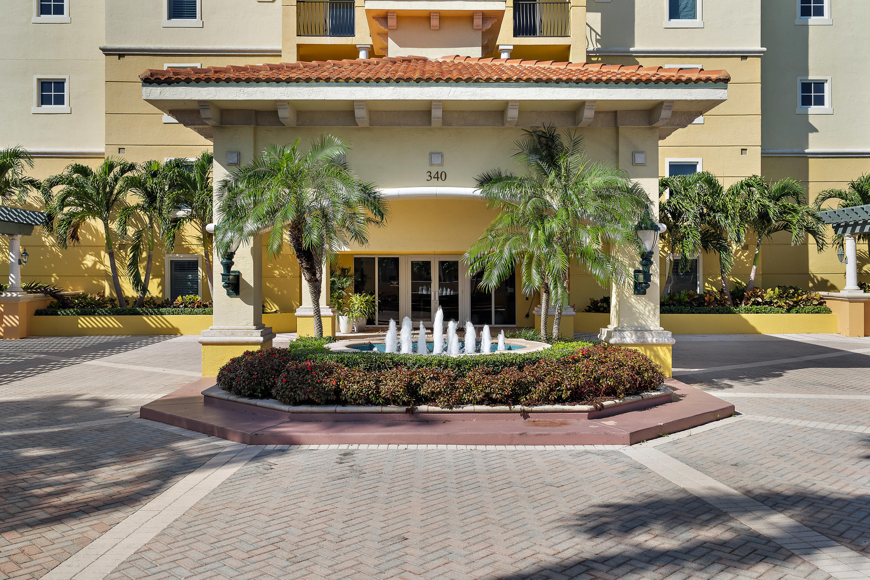 JUPITER YACHT CLUB HOMES
