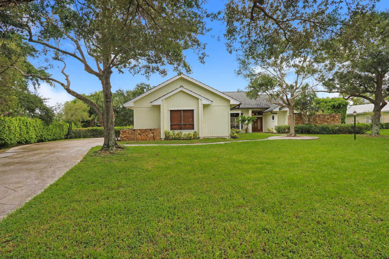 HERITAGE OAKS TEQUESTA REAL ESTATE