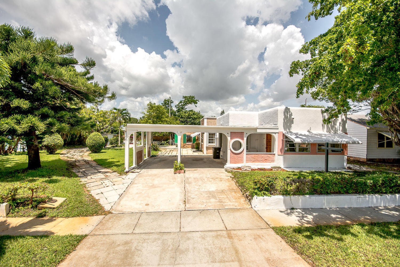 6907 Garden Avenue West Palm Beach, FL 33405