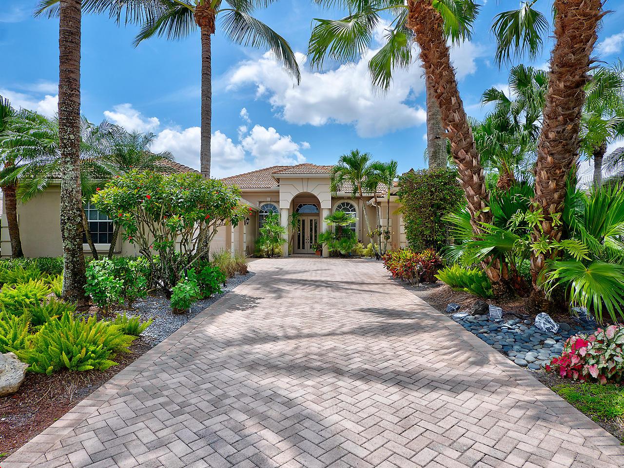 44 Bermuda Lake Drive, Palm Beach Gardens, Florida 33418, 4 Bedrooms Bedrooms, ,4.1 BathroomsBathrooms,A,Single family,Bermuda Lake,RX-10446589