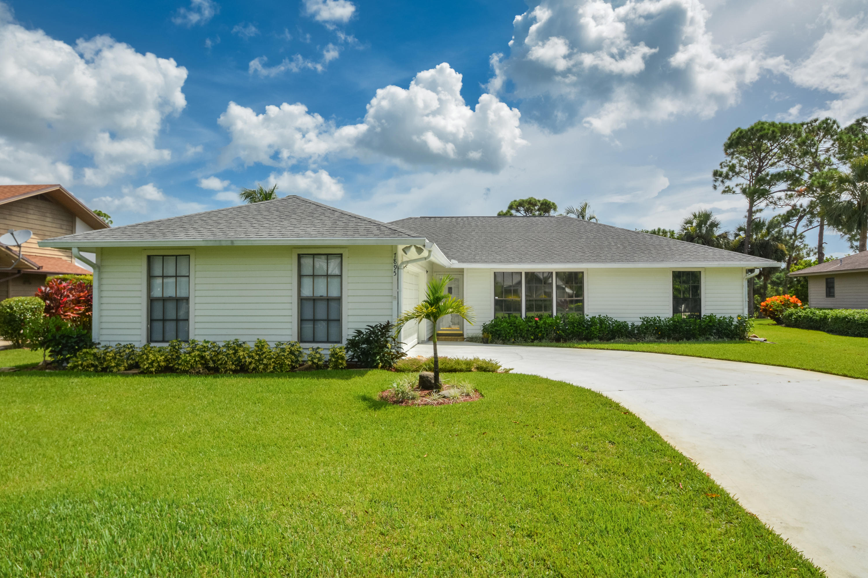 Home for sale in HERITAGE RIDGE NORTH SEC 1 Hobe Sound Florida