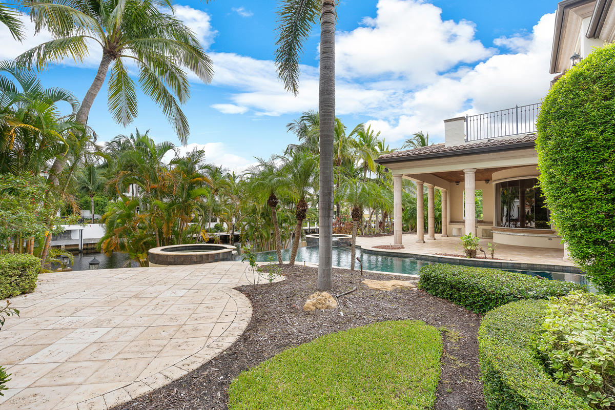 215 W Coconut Palm Road Boca Raton, FL 33432 photo 4