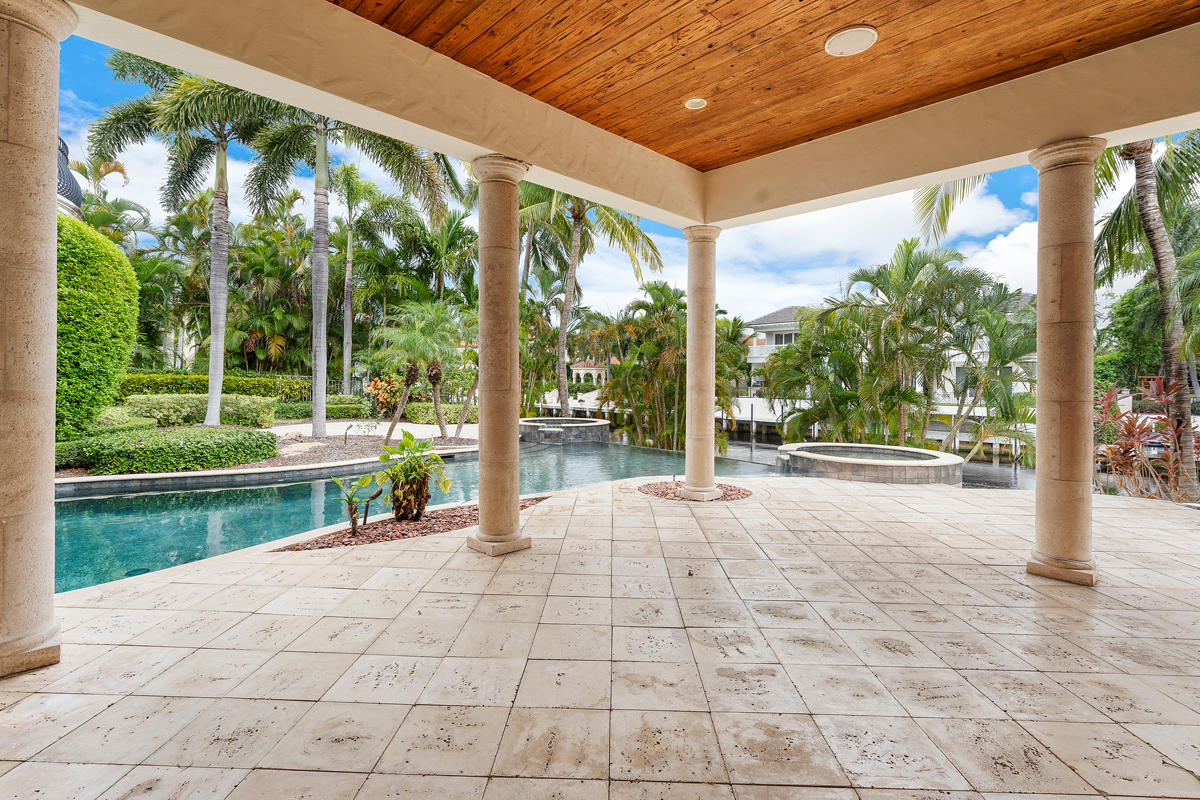 215 W Coconut Palm Road Boca Raton, FL 33432 photo 6