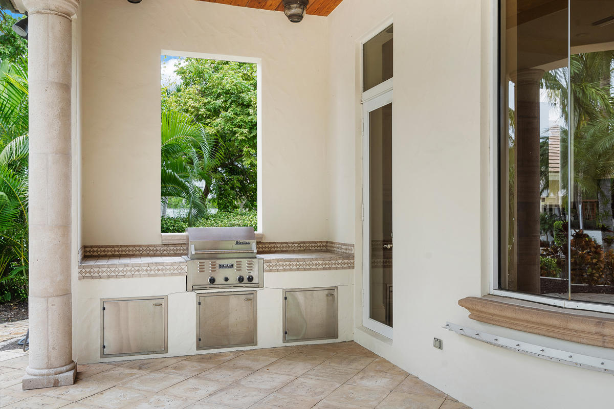 215 W Coconut Palm Road Boca Raton, FL 33432 photo 8
