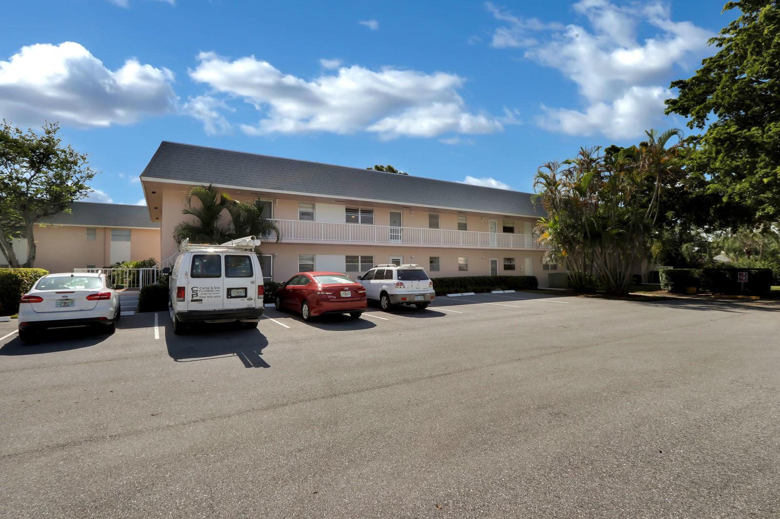 18081 SE Country Club Drive 27 Tequesta, FL 33469