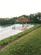 Hypoluxos Mariners Cay Condo