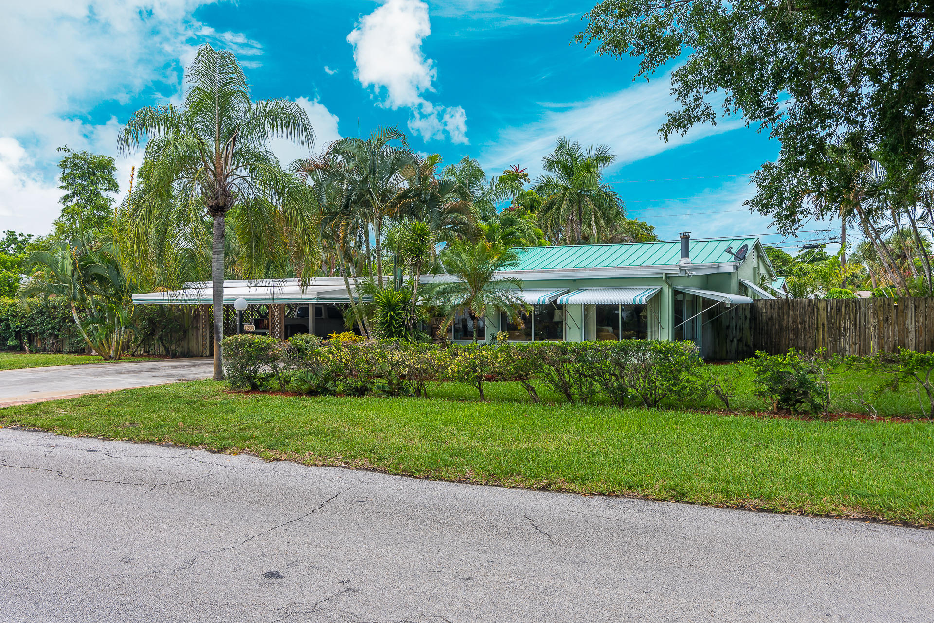 1205 Whitney Street West Palm Beach, FL 33401