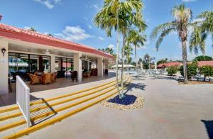 7628 Lexington Club Boulevard Delray Beach FL 33446 - photo 32