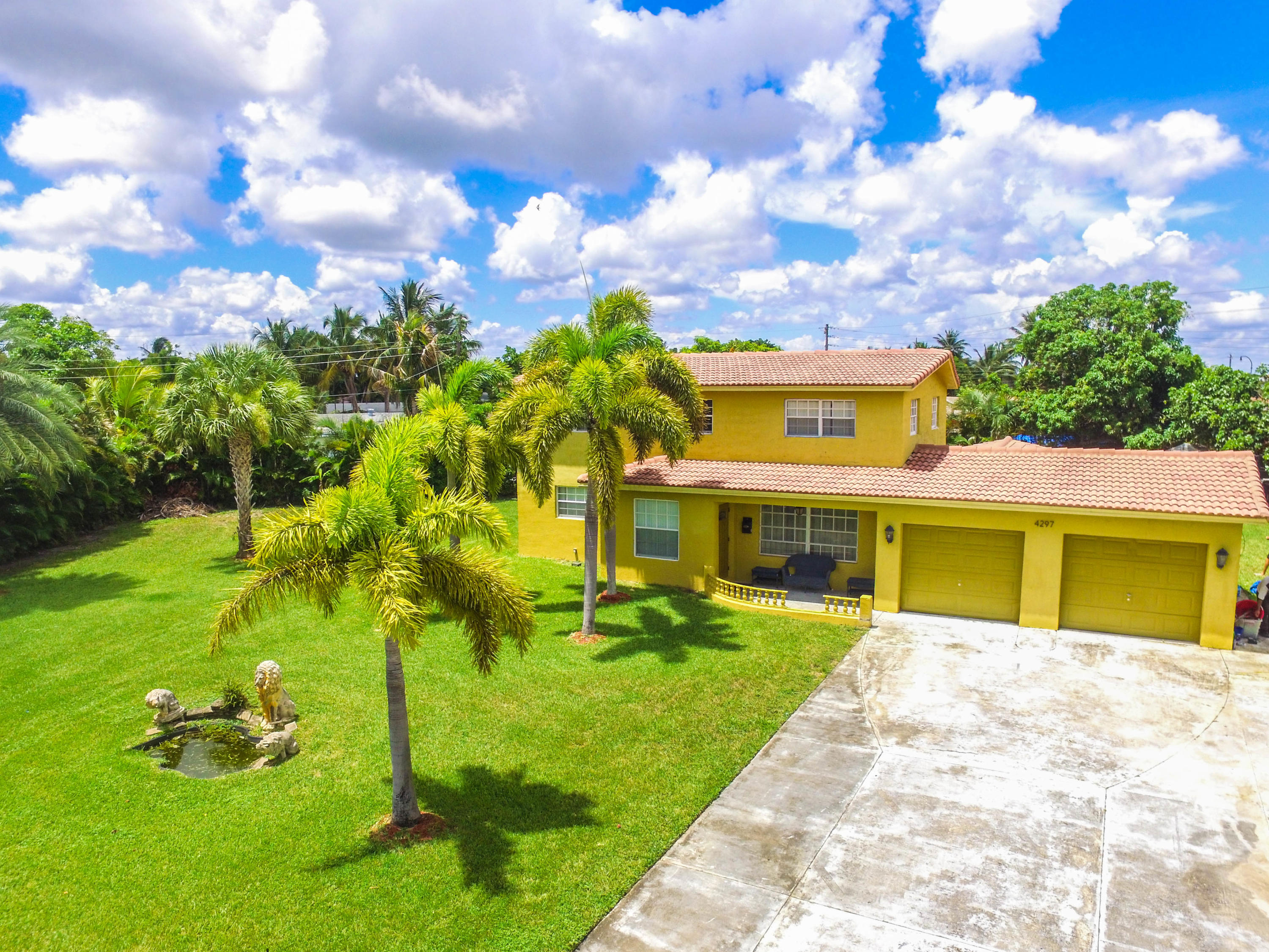 Photo of home for sale at 4297 34 Ter Terrace NW, Lauderdale Lakes FL