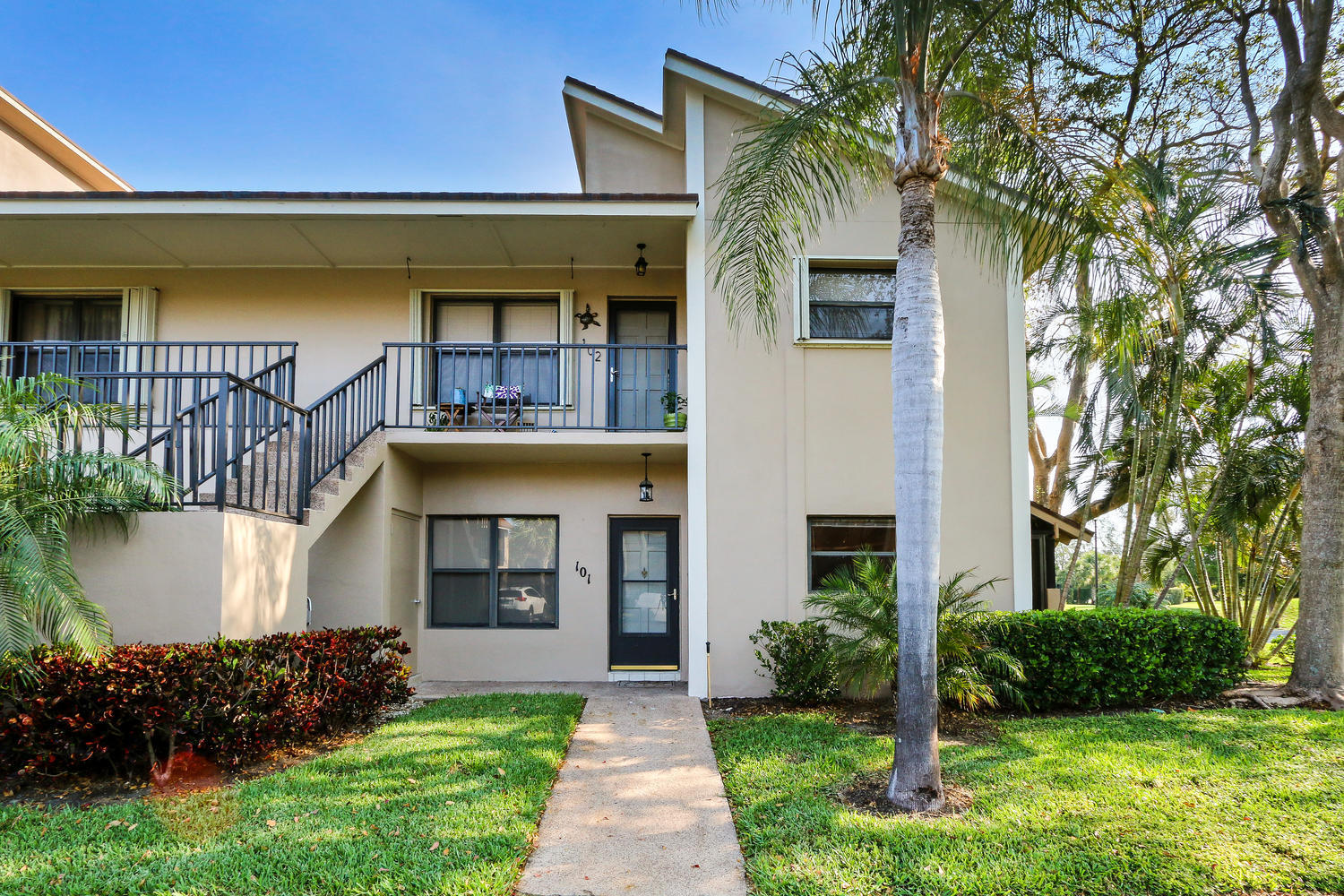 Photo of home for sale at 101 Clubhouse Circle, Jupiter FL