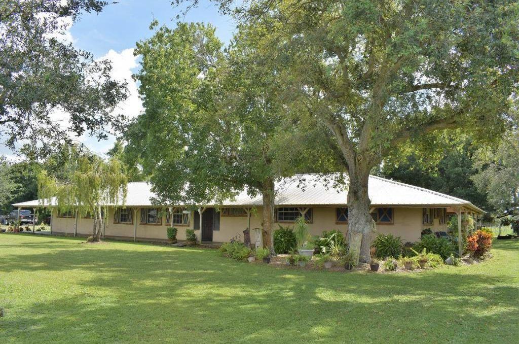 Photo of home for sale at 940 96th Avenue NE, Okeechobee FL