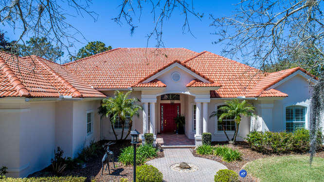 Photo of home for sale at 9 Via Marino, Palm Coast FL