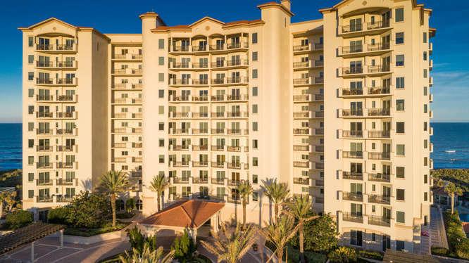 Photo of home for sale at 85 Avenue De La Mer, Palm Coast FL