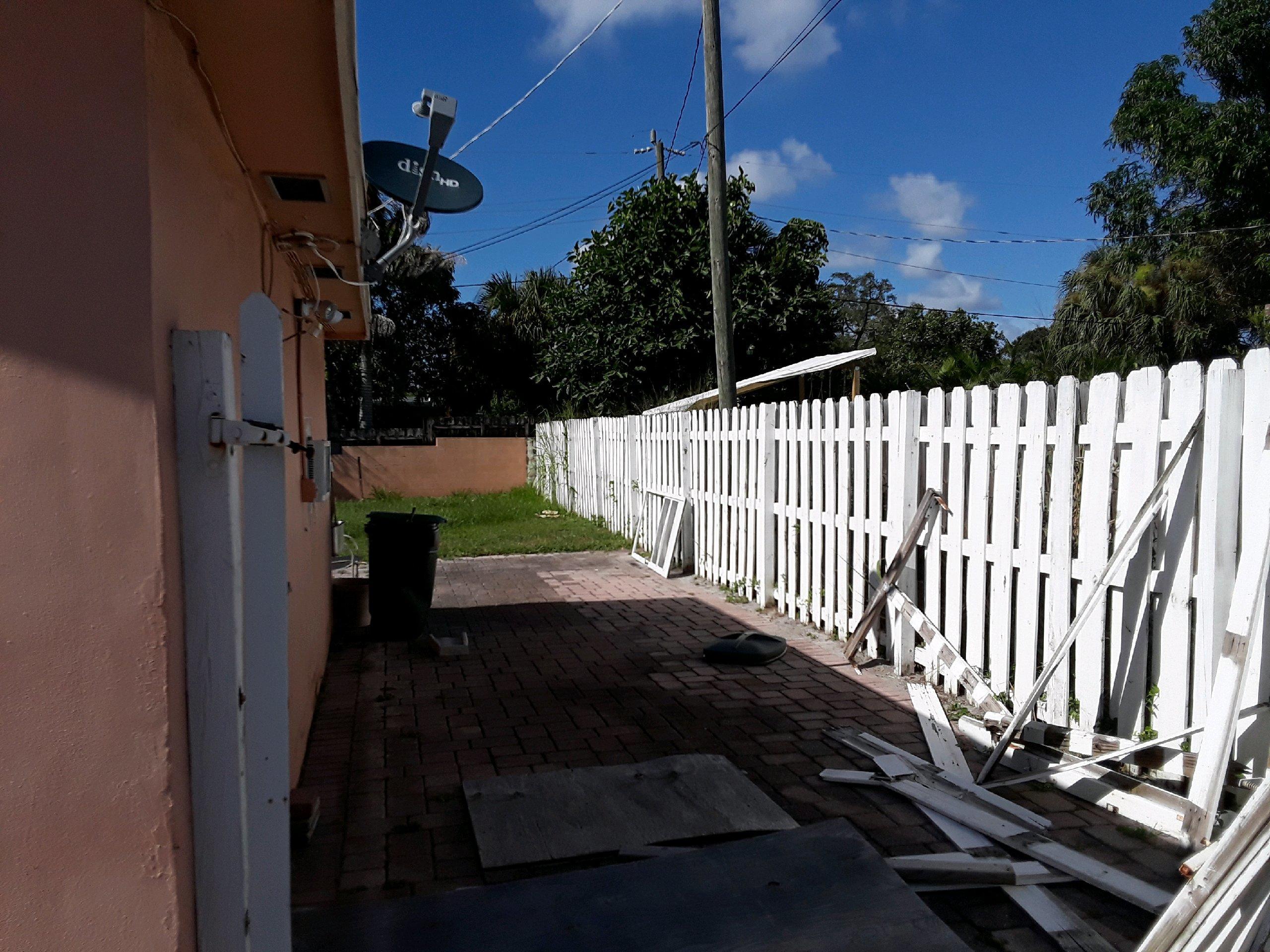 1017 W Lakewood Road West Palm Beach, FL 33405 photo 2