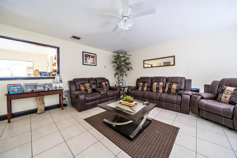 913 Montego Drive West Palm Beach, FL 33415 photo 2