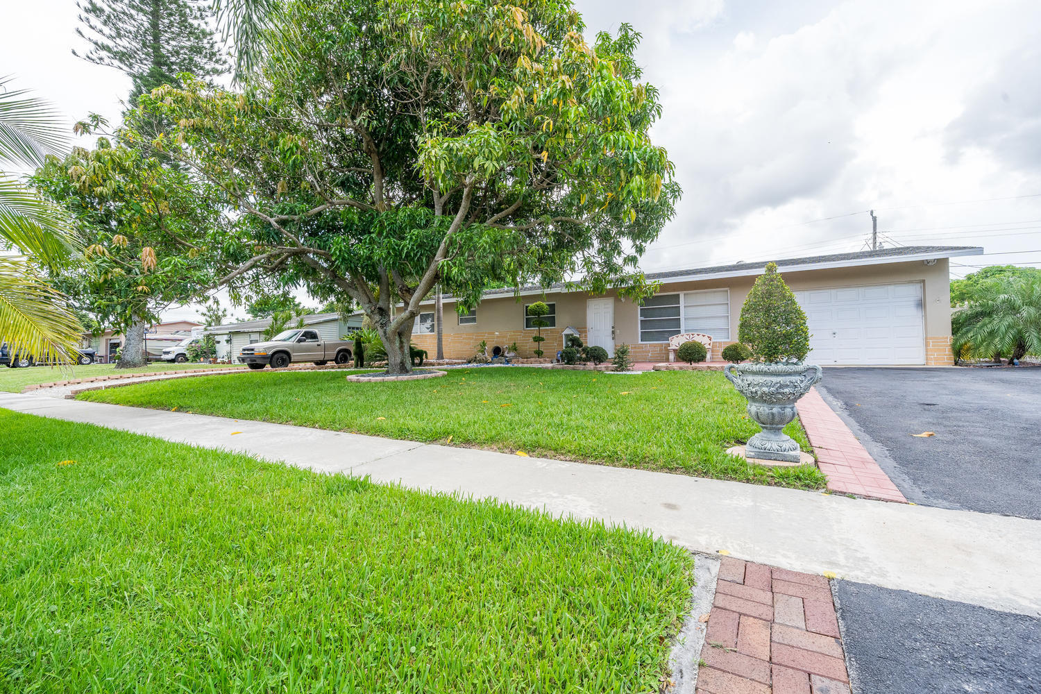 913 Montego Drive West Palm Beach, FL 33415 small photo 31