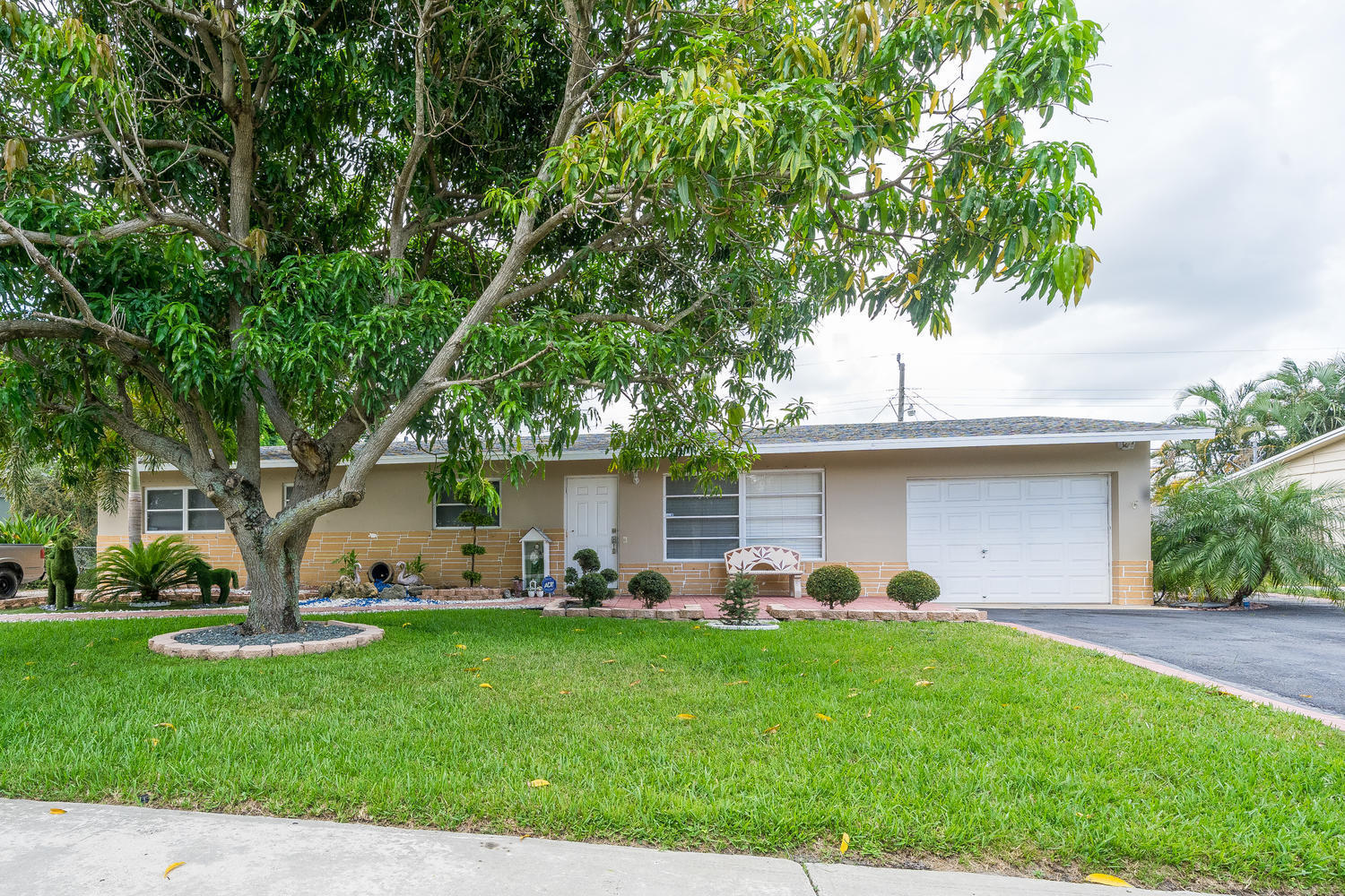913 Montego Drive West Palm Beach, FL 33415 small photo 32