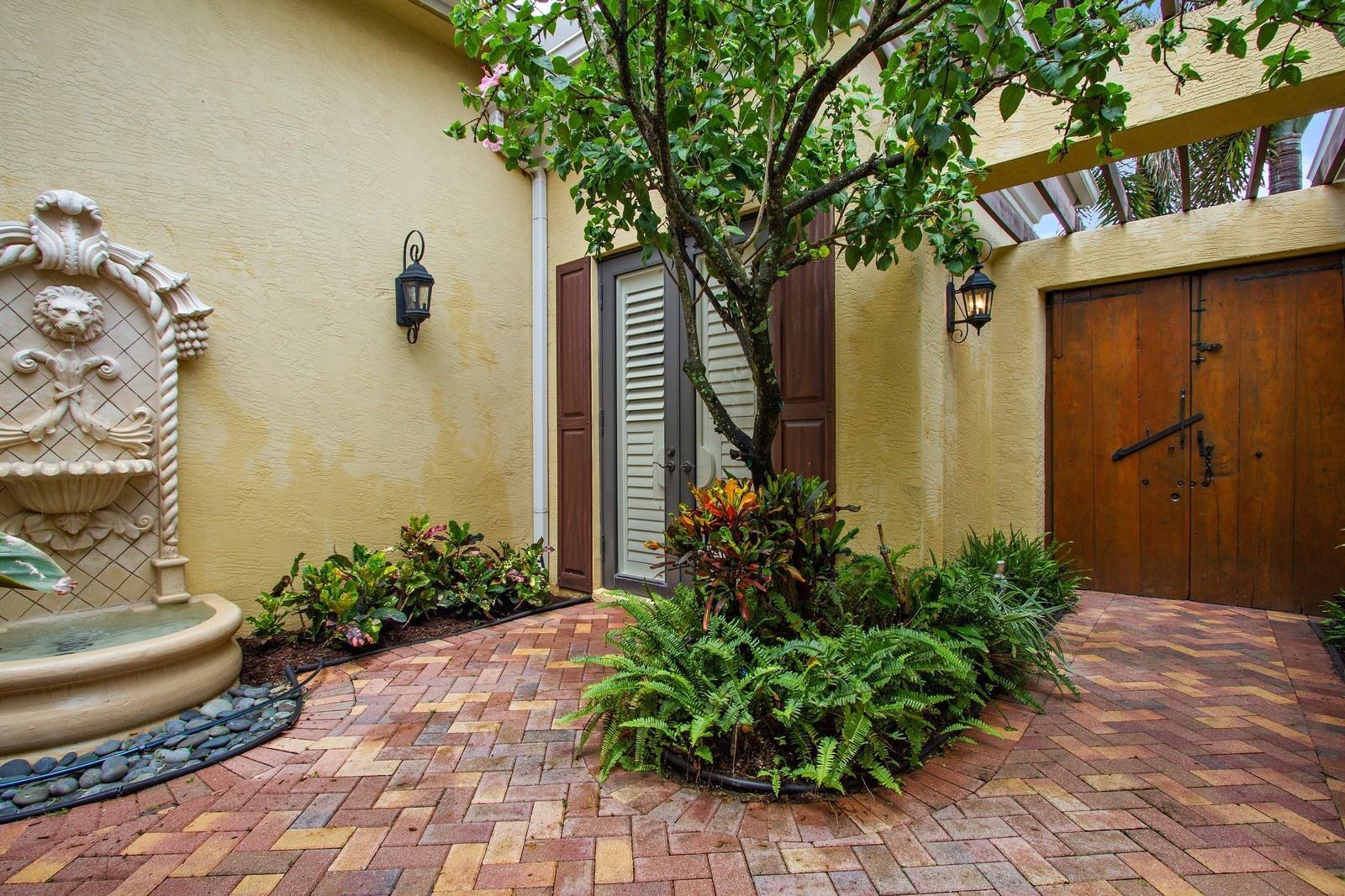 17817 Villa Club Way Boca Raton, FL 33496 photo 3