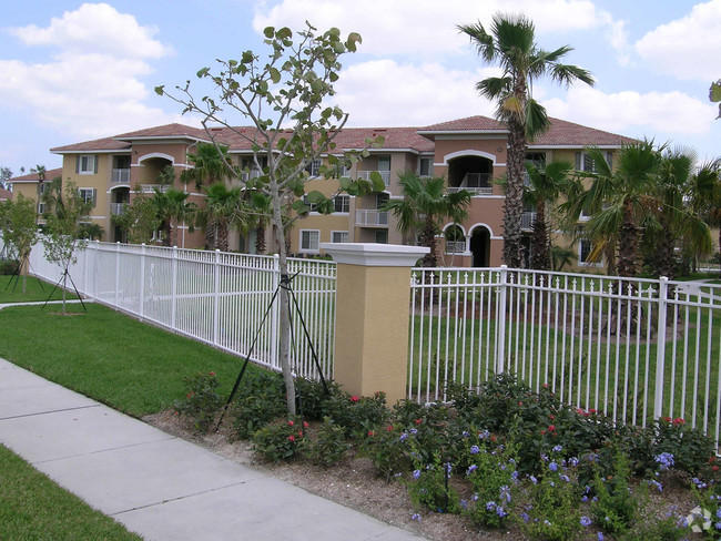 6530 Emerald Dunes Drive 302 West Palm Beach, FL 33411