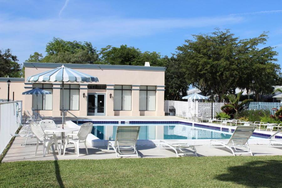 106 Sunshine Boulevard Royal Palm Beach, FL 33411 photo 16