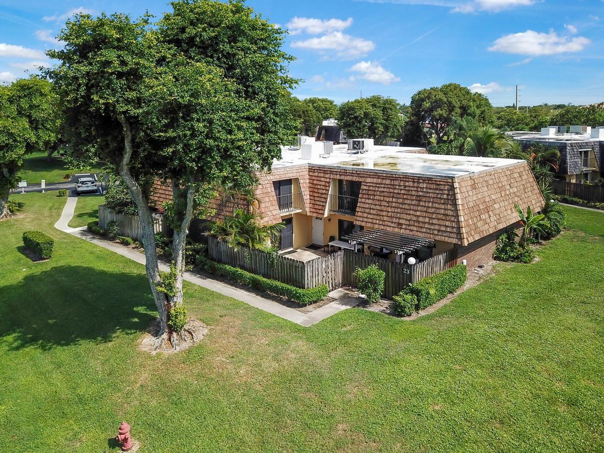 Home for sale in Oakwood Lakes Boynton Beach Florida