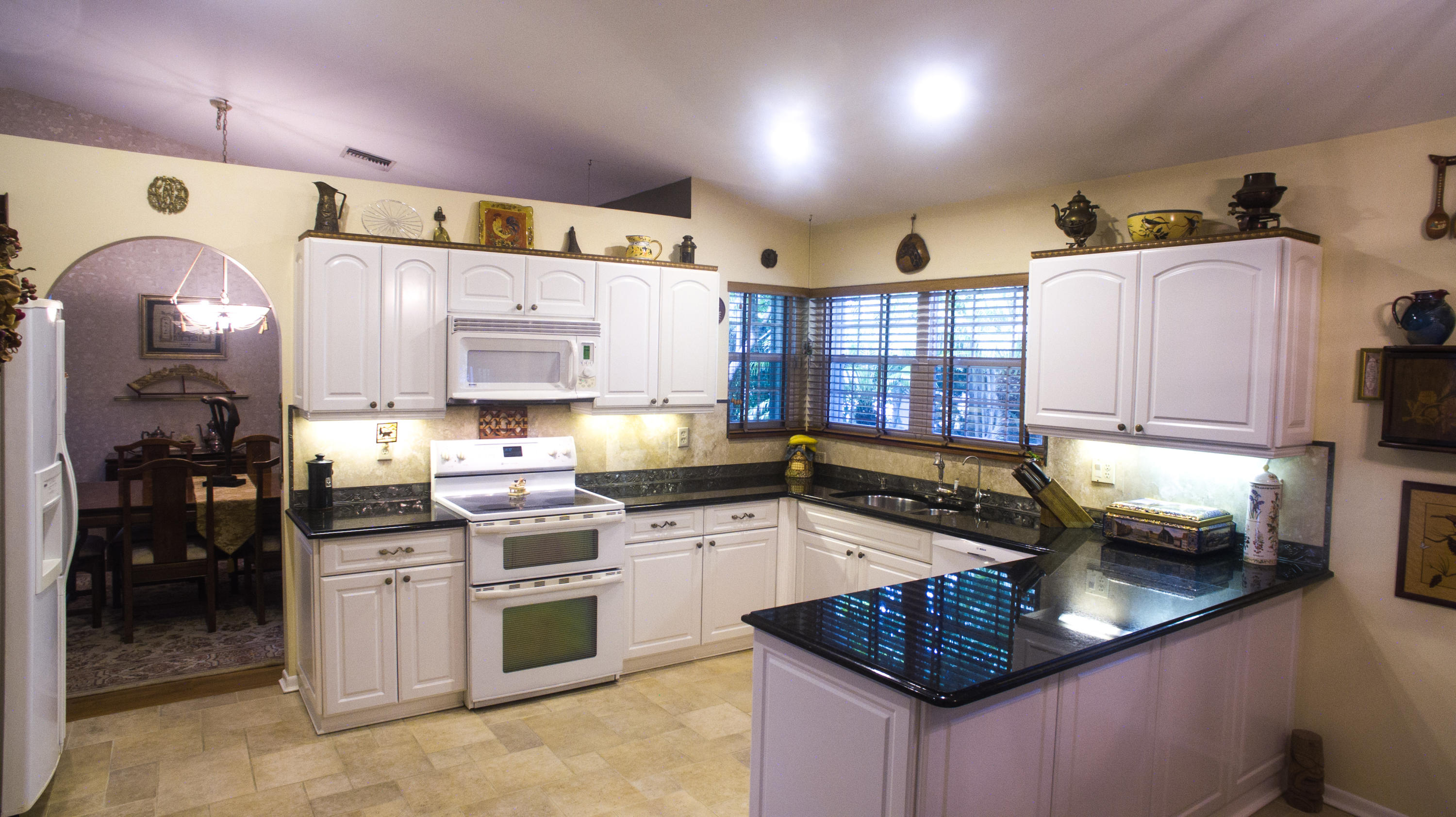 Kitchen/ located on the tri level