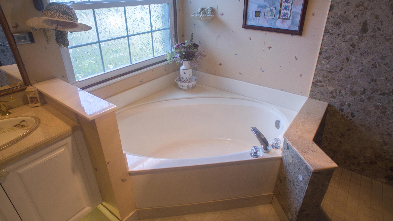 Soaker tub in Master