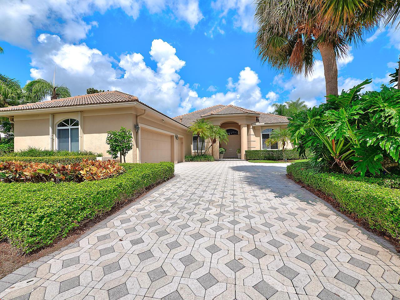 19 Bermuda Lake Drive, Palm Beach Gardens, Florida 33418, 4 Bedrooms Bedrooms, ,3.2 BathroomsBathrooms,A,Single family,Bermuda Lake,RX-10468996