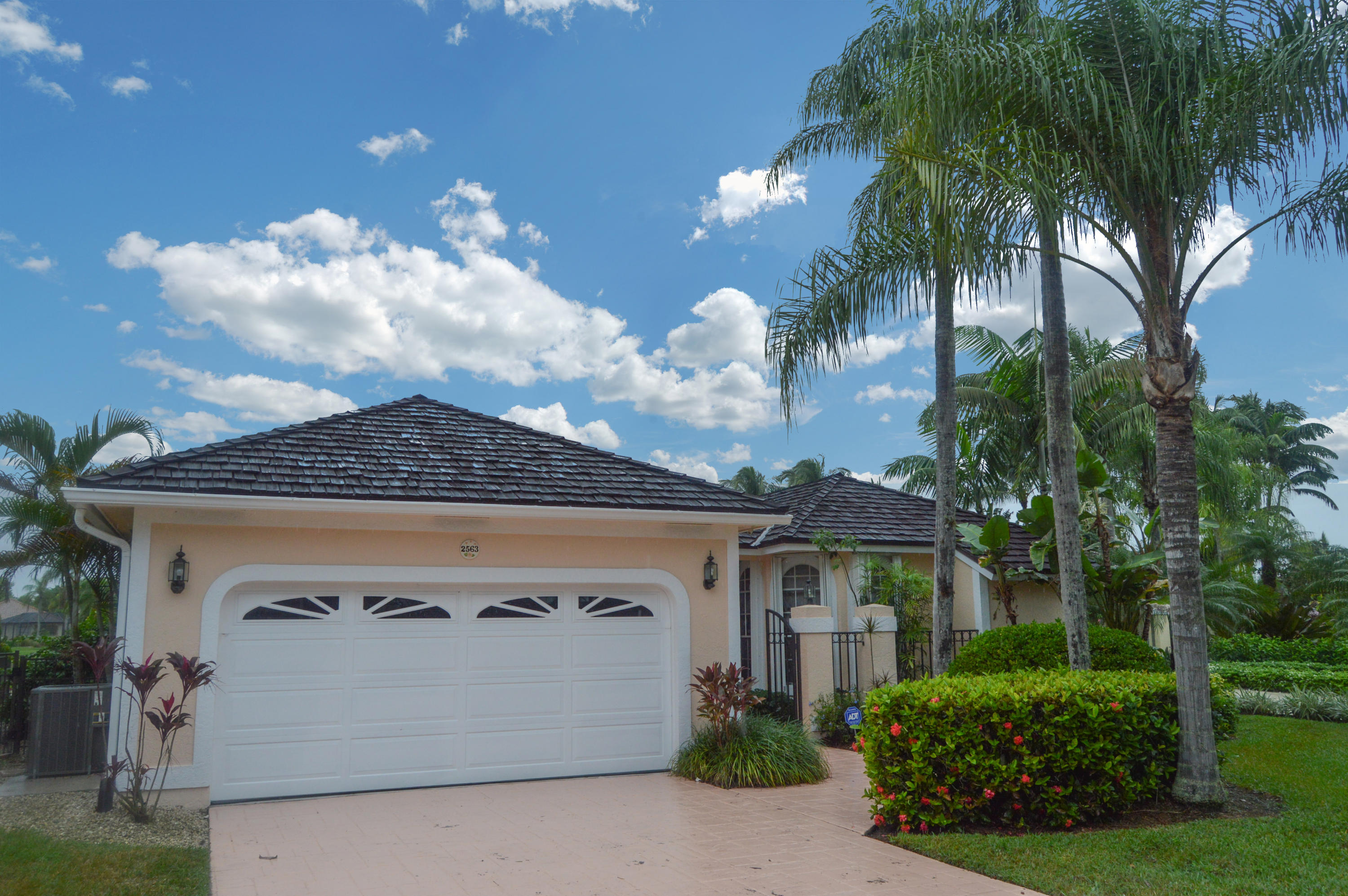 2563 Muir Circle - Wellington, Florida