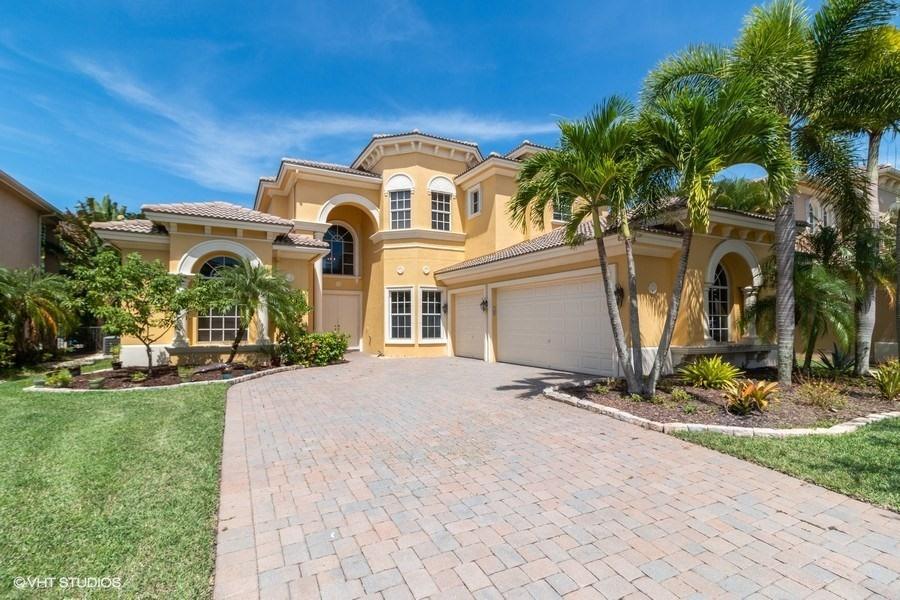 592 Edgebrook Lane Royal Palm Beach, FL 33411