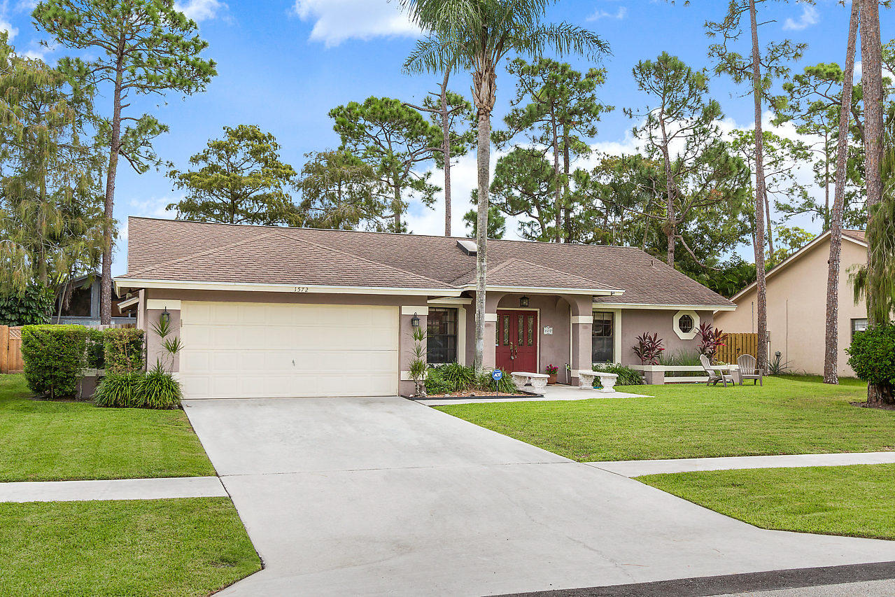 1572 Primrose Lane Wellington, FL 33414 photo 3