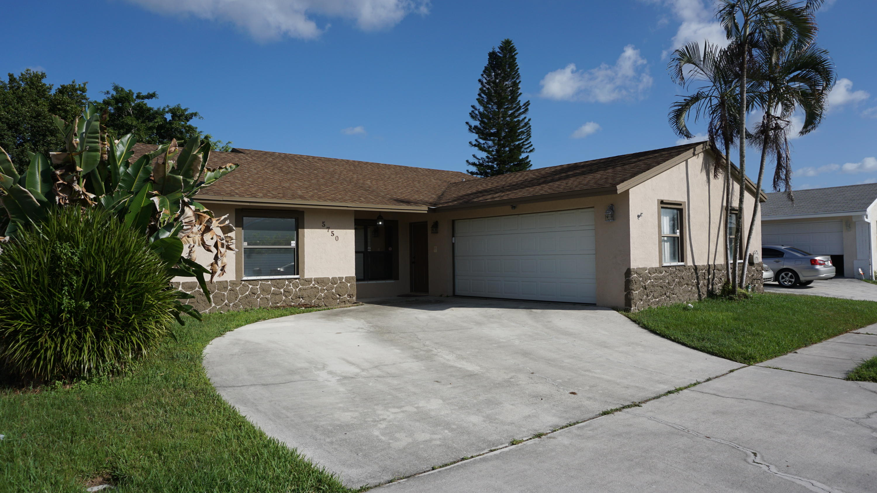 5750 E Ithaca Circle Lake Worth, FL 33463 photo 1