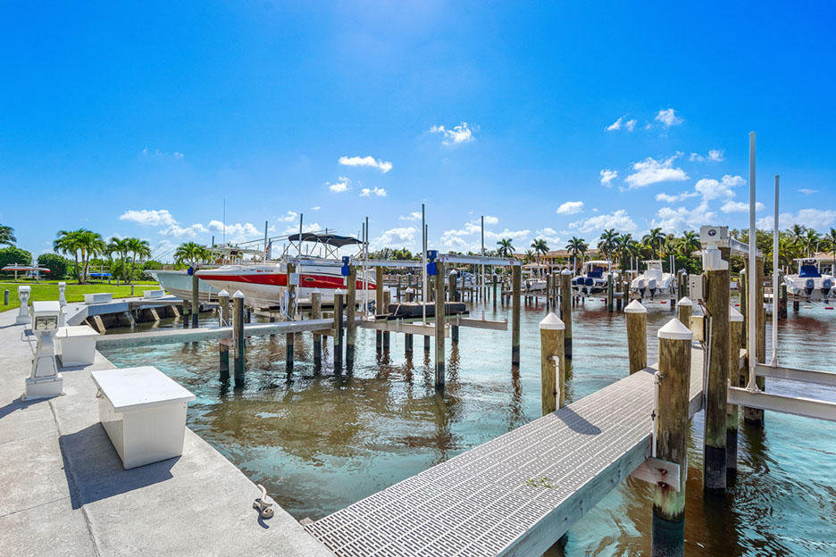BAY COLONY HOMES
