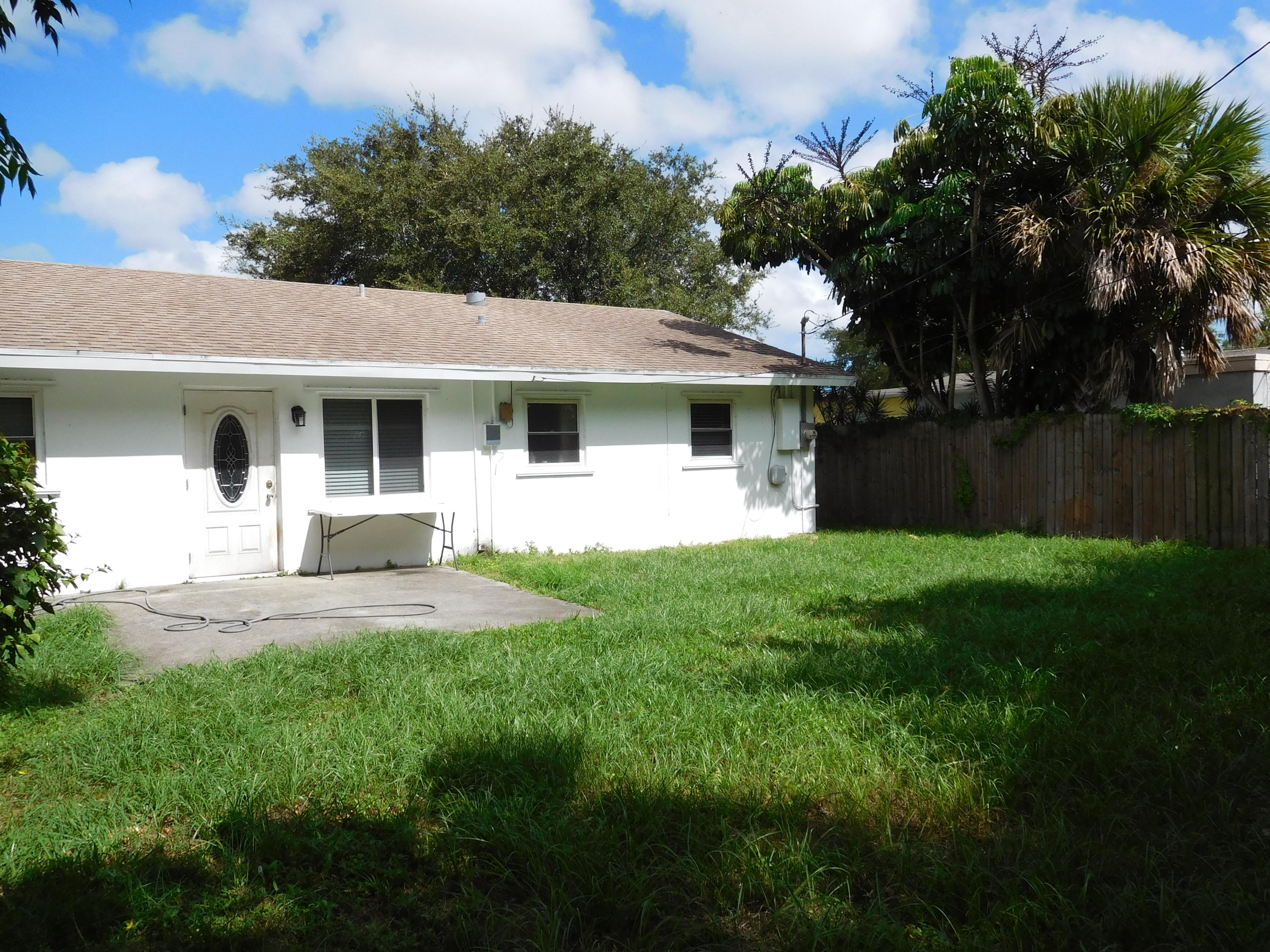 PALM BEACH SQUARE REALTY