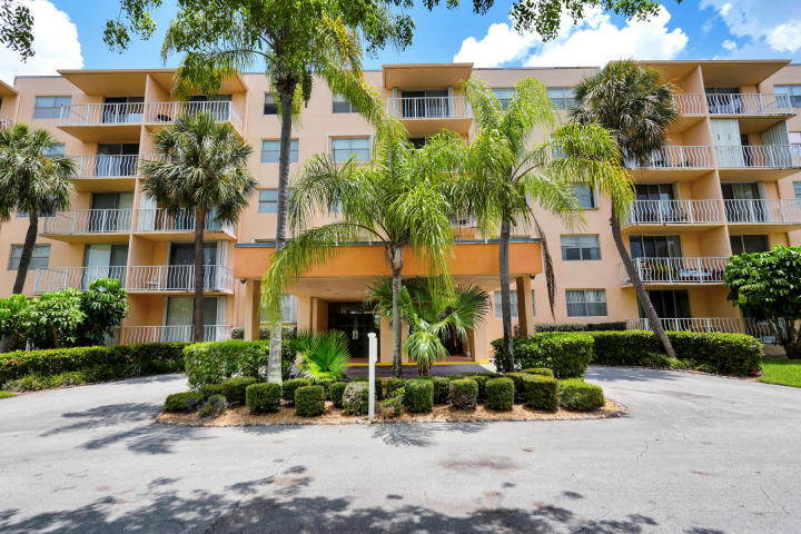 Home for sale in BREAKWATERS West Palm Beach Florida