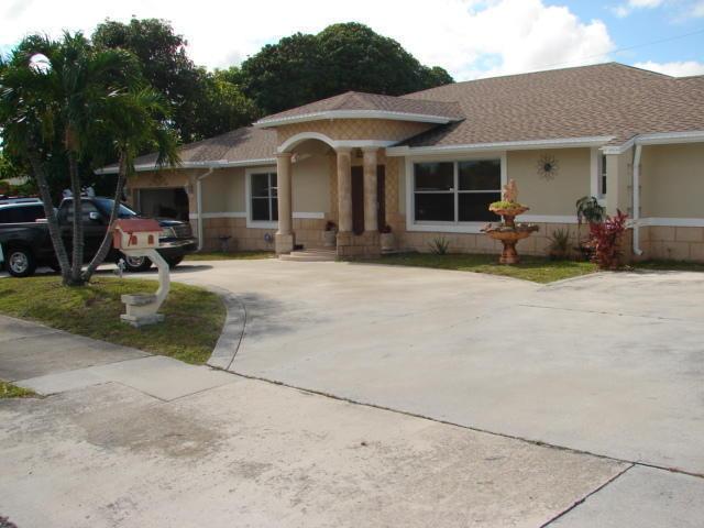 825 Hollywood Place West Palm Beach, FL 33405