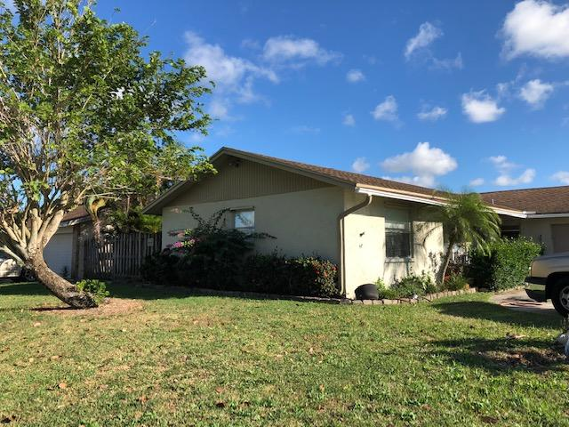 5286 Woodstone Circle Lake Worth, FL 33463