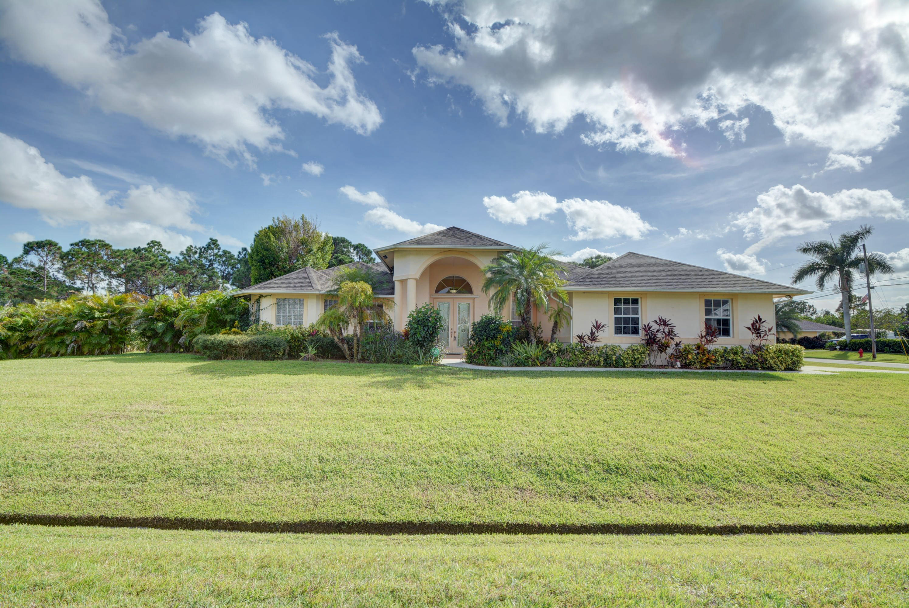 6016 NW Wesley Road, Port Saint Lucie, Florida