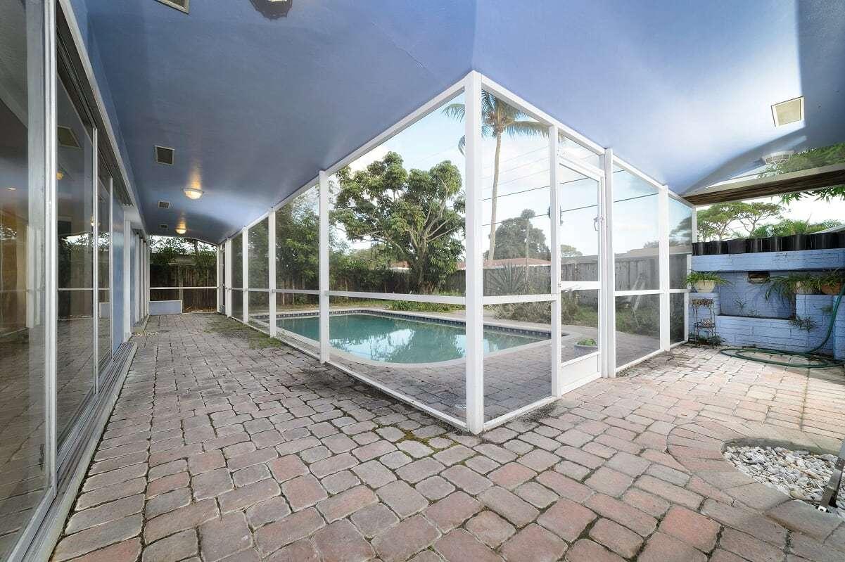 710 SW 27th Terrace Boynton Beach, FL 33435