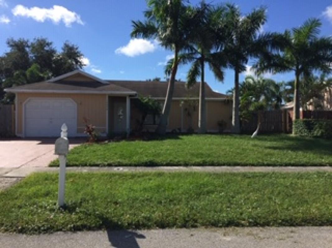 10090 Yeoman Lane Royal Palm Beach, FL 33411