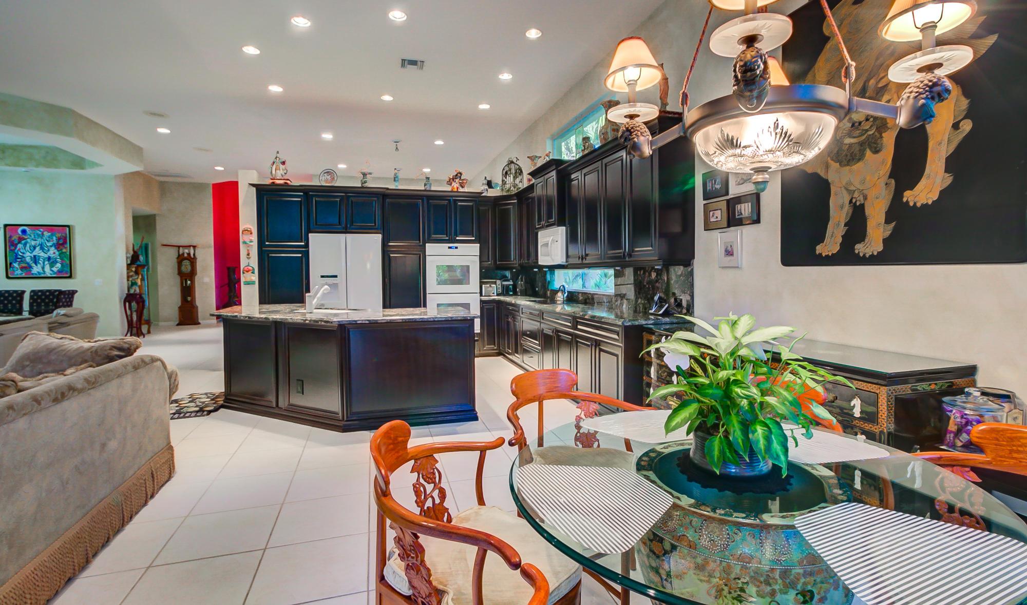 Litchen table & kitchen