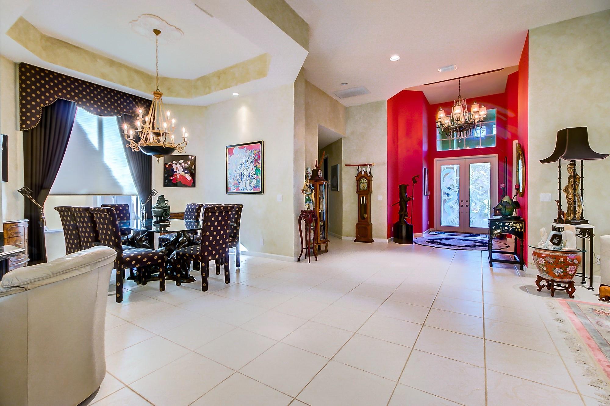 Dining room & foyer