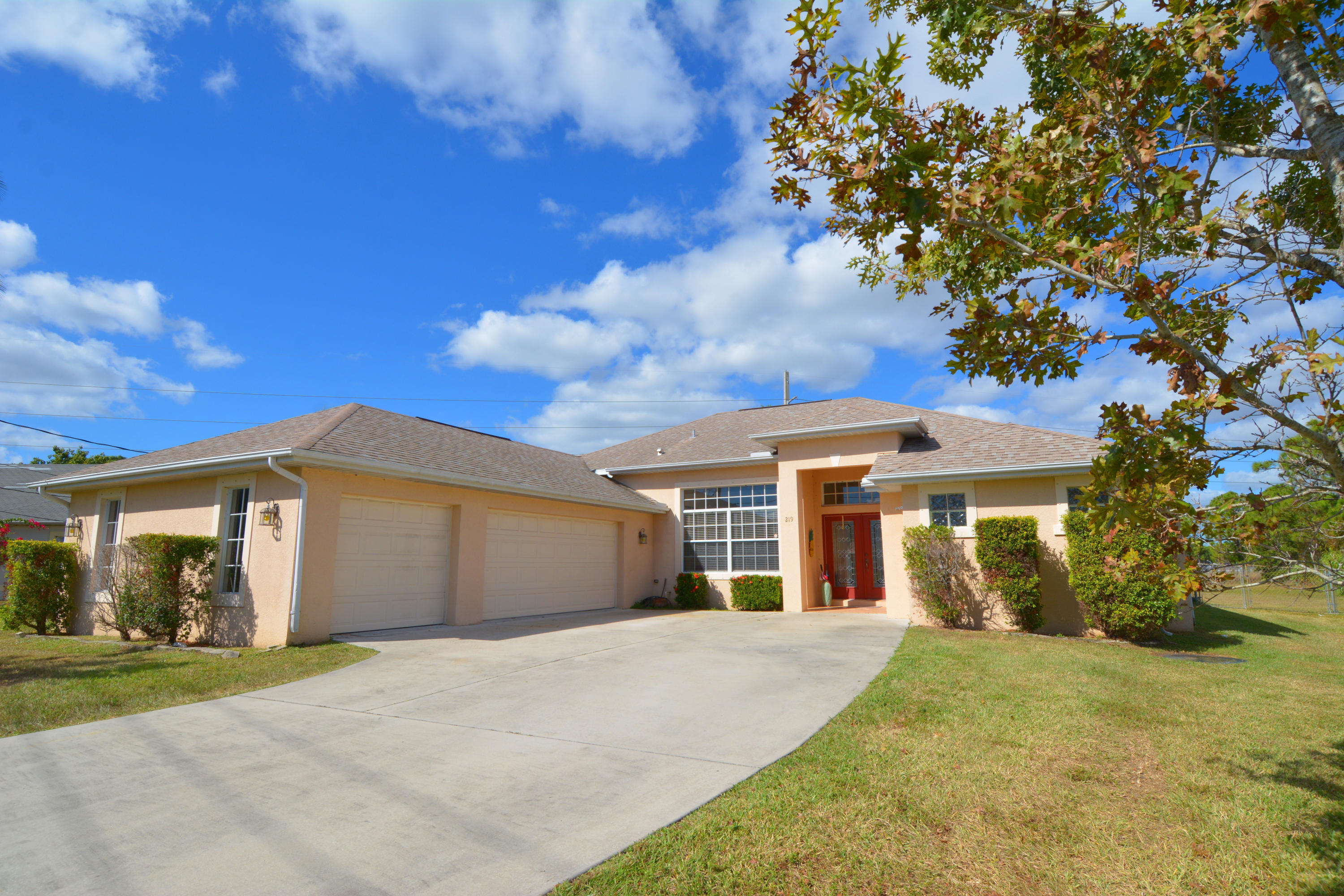 219 SE Sims Circle, Port Saint Lucie, Florida