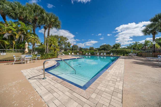 16 Amherst Court C Royal Palm Beach, FL 33411 photo 32