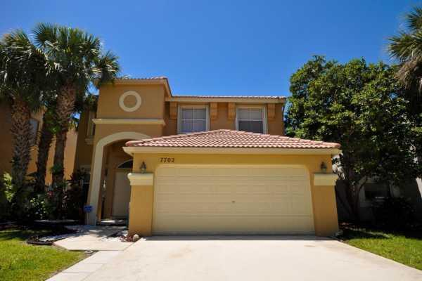 7702 Oak Grove Circle Lake Worth, FL 33467