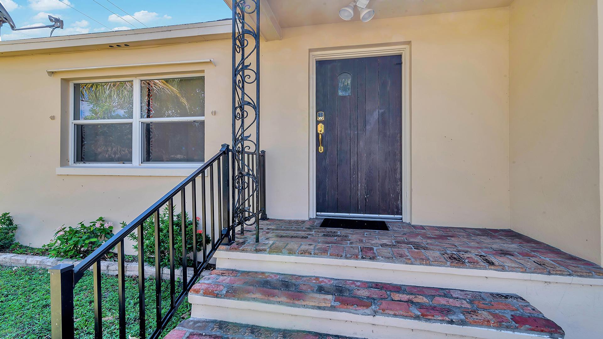 402 W Mango Street Lantana, FL 33462 photo 3
