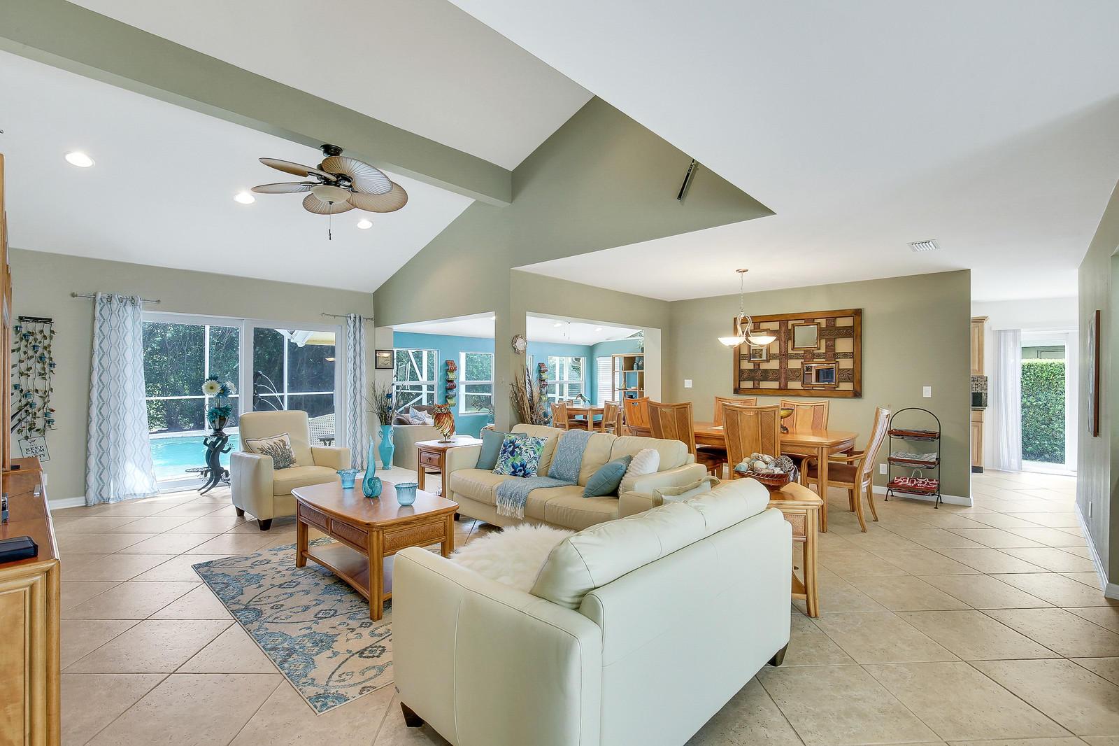 925 Foxpointe Circle Delray Beach, FL 33445 photo 6