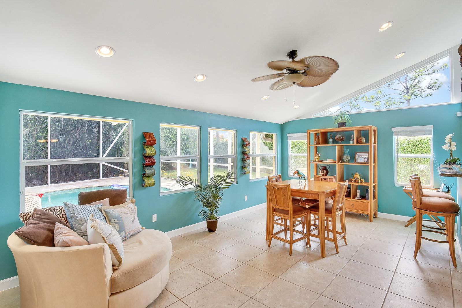 925 Foxpointe Circle Delray Beach, FL 33445 photo 12